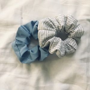 Accessories - Two scrunchies💙